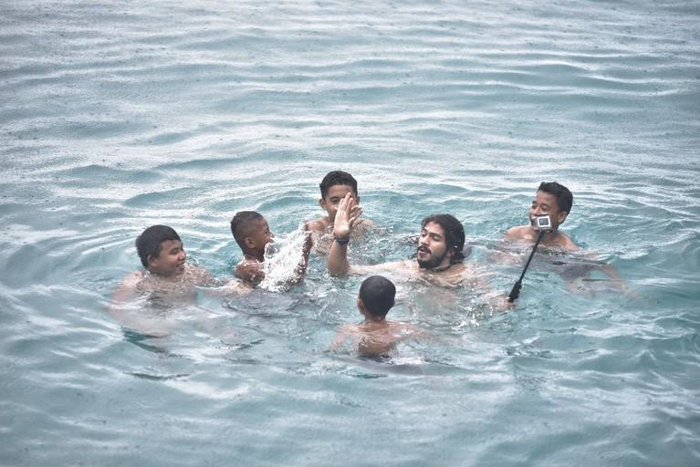 Berbaurdengan anak-anak Maluku dengan berenang bersama menjadi agenda mengasyikan yang sayang untuk dilewatkan di MTMA.
