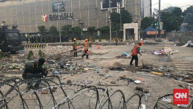 Kasubditbingakkum Ditlantas Polda Metro Jaya mengungkap pengalihan arus imbas penutupan jalan di depan Bawaslu dan KPU hari ini yang bersifat situasional.