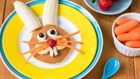 """<span class=""""im"""">Roti yang dibentuk kepala kelinci lengkap dengan hiasan pisang dan selai ini juga bisa jadi rekomendasi sarapan si kecil lho. (Foto: iStock)</span>"""
