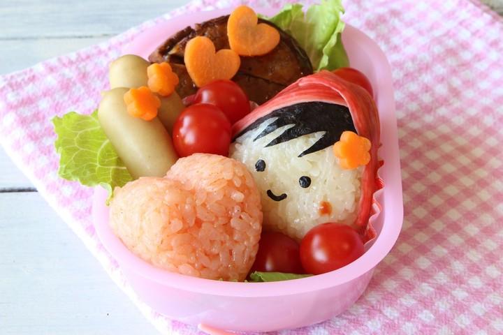 Si kecil susah makan, Bun? Buat makannya jadi lebih menarik dengan bikin bento sederhana ini yuk.