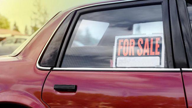 Pedagang mobil bekas disebut akan menyesuaikan harga jual mengikuti penurunan harga mobil baru jika usulan pajak 0 persen disetujui.