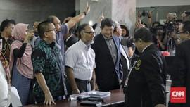 Tim Hukum Jokowi Cibir Materi Gugatan Prabowo-Sandi ke MK