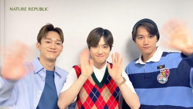 Suho, Chen, dan Kai akhirnya tiba di Jakarta. EXO-L pun menyambut dengan semangat kedatangan idolnya. Berikut potretnya.