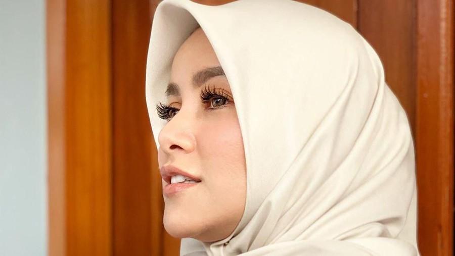 Gara-gara Hijab, Olla Ramlan Nyaman saat Plesiran ke Luar Negeri