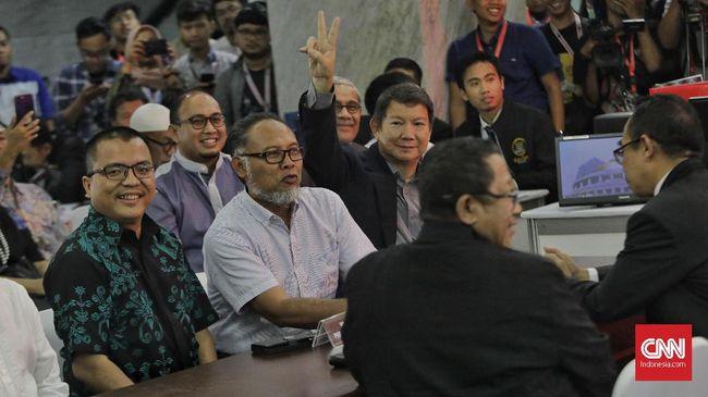 Tim Prabowo menganggap imbauan mengenakan baju putih sebagai pelanggaran sistematis karena matang direncanakan agar dilaksanakan di hari pencoblosan 17 April.