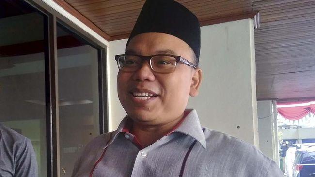 Anggota BPN Prabowo-Sandi, Mustofa Nahrawardaya mulai diperiksa polisi atas kasus tindak pidana penyebaran berita bohong di twitter.