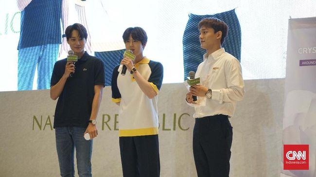 Suho membeberkan rahasia bahwa semua member EXO gemar memakai produk skincare. Mereka juga punya berbagai trik untuk merawat wajahnya.