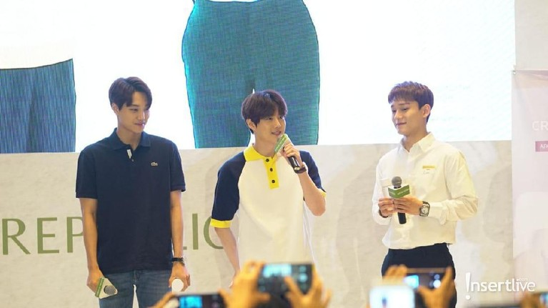 Ketiga member EXO yakni Kai, Suho dan Chen memperkenalkan diri mereka dan membicarakan tentang kedatangan mereka ke Jakarta dalam acara yang bertajuk Journey to Nature Republic di Hotel The Westin Jakarta