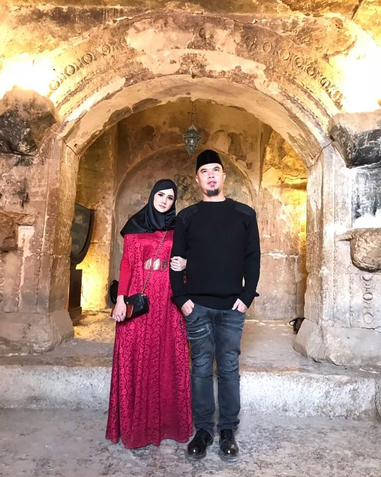 Mulan Jameela pun mengatakan kalau Ahmad Dhani telah berjuang untuk mempertahankan hubungan mereka dan mengajaknya menikah setelah 3 tahun bercerai dengan Maia.