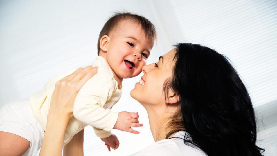 2 Strategi Senyuman Bunda yang Baik untuk Perkembangan Anak