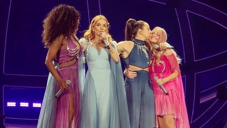 Walau memiliki kekukarangan, tentu konser reuni kali ini menjadi obat rindu para penggemar Spice Girls setelah vakum sejak tahun 2000 silam.