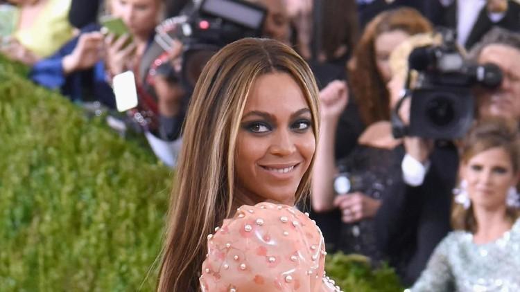 Penyanyi Beyonce masuk deretan orang terkaya di AS. Tajir melintir dengan kekayaan Rp5,6 Triliun, dari mana sumber kekayaan istri Jay Z ini?