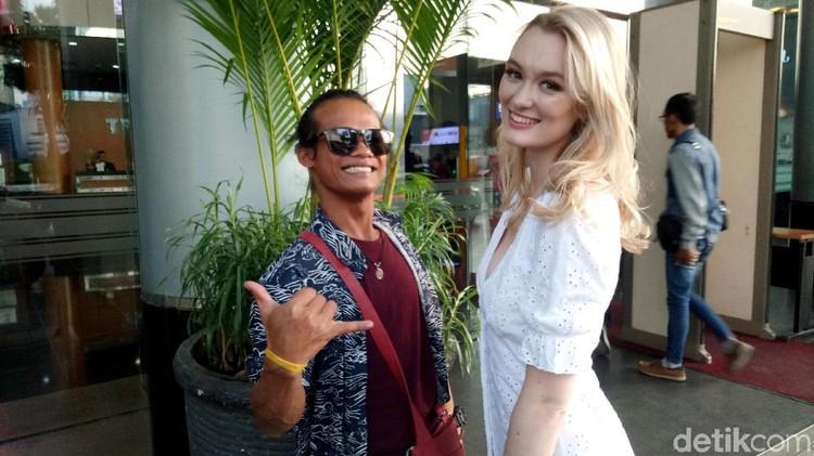 Cerita Cinta Nur Khamid dan Polly Tak Terhalang Perbedaan Ras