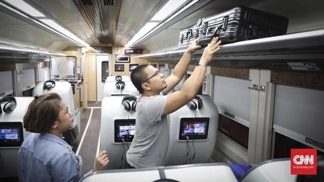 PT Kereta Api Indonesia (KAI) kembali meluncurkan kereta sleeper jenis terbaru yang bernama Luxury 2 di Jakarta, Minggu (26/5).