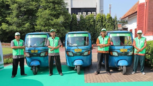 Grab menggandeng Dinas Perhubungan Provinsi DKI Jakarta memperkenalkan layanan Bajay online untuk perjalanan jarak dekat dengan sejumlah kelebihan.