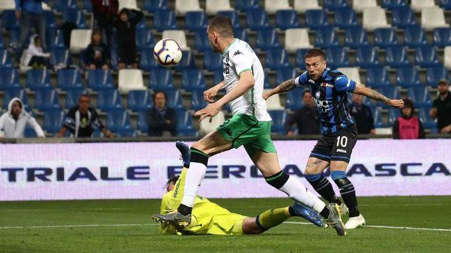 Pemain Liga Italia menolak rencana pemotongan gaji hingga sepertiga pendapatan di tengah wabah virus corona atau Covid-19.