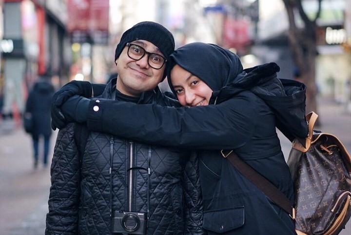 Hampir 14 tahun menikah, Ramzi dan istri terlihat semakin harmonis dan bahagia.
