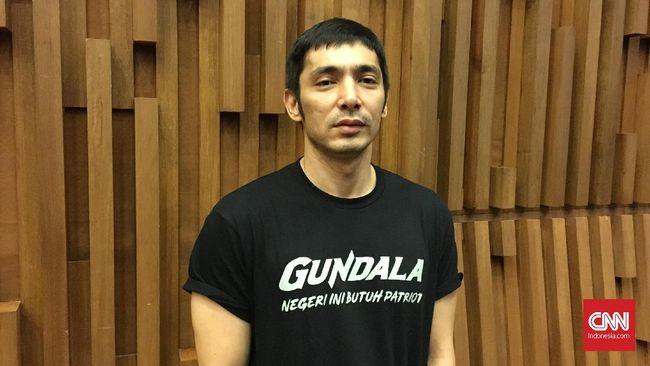 Abimana Aryasatya menyebut kostum Gundala itu dibuat khusus di Los Angeles. Ia menghabiskan waktu 7 hari menjalani pengukuran secara spesifik sampai molding.