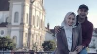 <p>Saat ada waktu luang, pasangan ini menyempatkan diri untuk quality time ke luar negeri, seru banget nih. (Foto: Instagram @avibasalamah)</p>