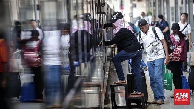 KAI mencatat 3.295 calon penumpang gagal naik kereta api selama larangan mudik lantaran tak memenuhi surat izin perjalanan.