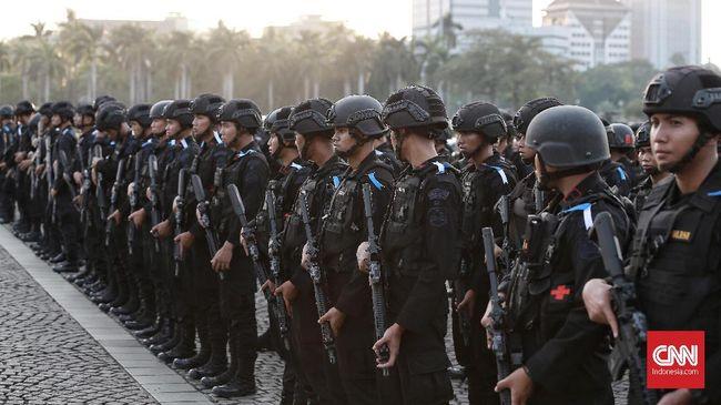 Setiap personel Polri harus mewaspadai berbagai pelanggaran hukum ketika pembatasan sosial berskala besar (PSBB) berlaku.