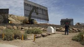 Pendukung Trump Bangun Tembok di Perbatasan Meksiko