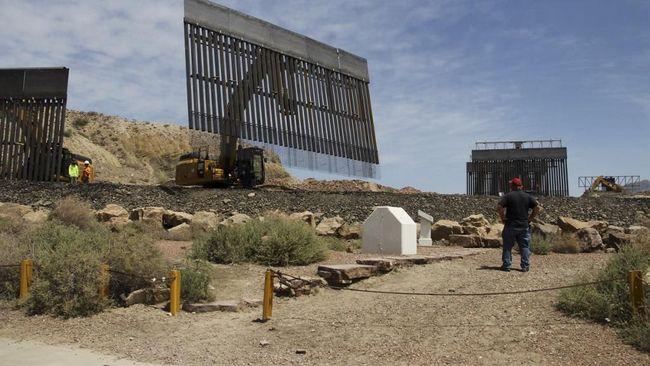 Veteran militer AS mengawasi langsung tahap awal pembangunan tembok di perbatasan dengan Meksiko yang menggunakan dana dari pendukung Presiden Donald Trump.