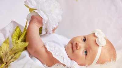 50 Nama Bayi Perempuan dari Berbagai Bahasa Bermakna Suci