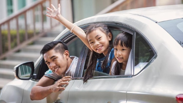 Father and daughter on car and smile from car windows before start family travel trip in holiday, this immage can use for family , travel, car, weekend, and summer concept
