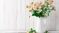<p>Mawar dikenal sebagai lambang cinta dan kecantikan. Harumnya yang memikat membuat mawar kerap digunakan sebagai bahan parfum. (Foto: iStock)</p>