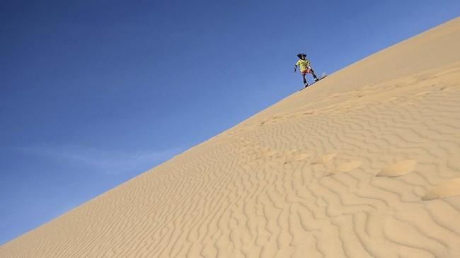 Vietnam rupanya memiliki lokasi untuk Sandboarding yang tidak kalah mengagumkan.