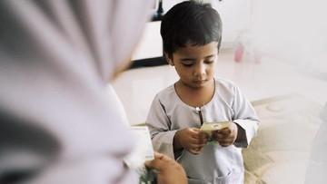 Anak Balita Dapat Angpao Lebaran, Baiknya Diapakan oleh Orang Tua?