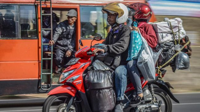 Menempuh perjalann jarak jauh membuat 'loyo' motor sebab menghadapi siksaan dalam berbagai kondisi cuaca dan kontur jalan yang tidak menentu.