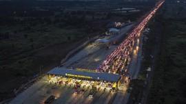 Lalu Lintas Tol Jakarta-Cikampek Padat Sabtu Dini Hari