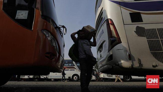 Sejumlah penumpang peserta 'Mudik Bareng Pemprov DKI Jakarta