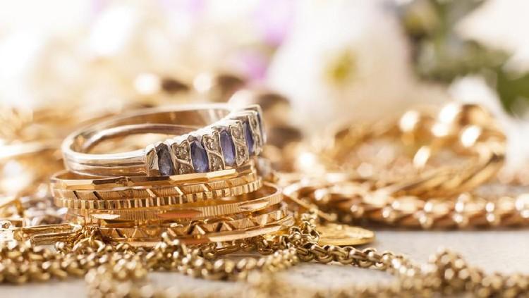 Bunda punya simpanan perhiasan? Simak ketentuan harta perhiasaan yang wajib dibayarkan zakatnya.