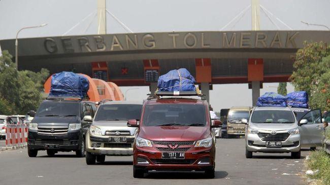 Polisi menyekat semua jalur utama hingga jalur tikus bagi pemudik ke arah Banten, dan memberi ruang bagi warga lokal untuk berwisata saat pandemi.