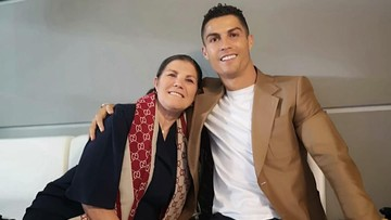 7 Potret Kedekatan Cristiano Ronaldo dengan Ibunda Tercinta