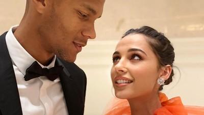 6 Potret Romantis Pemeran Putri Jasmine, Naomi Scott dan Suami