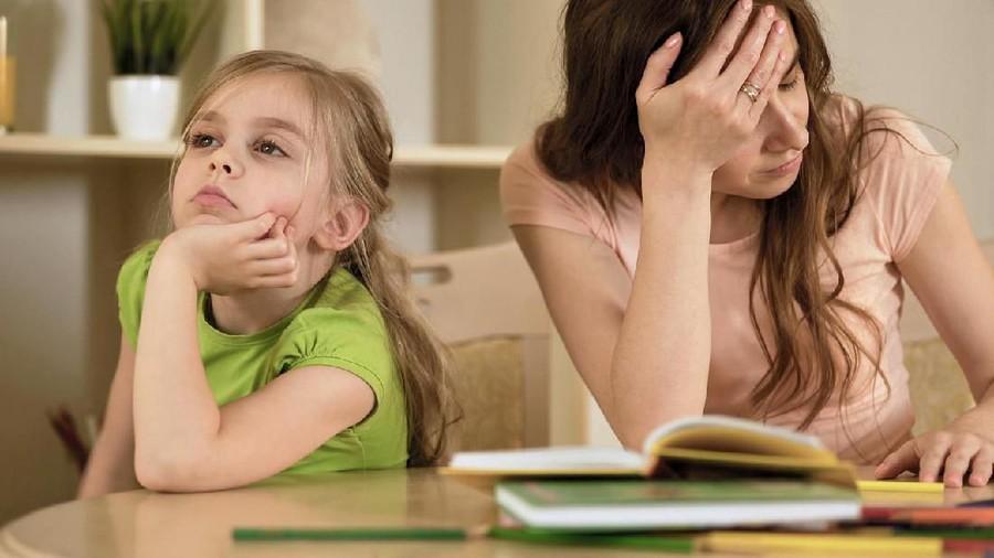 6 Efek Buruk Jika Bunda Jarang Tersenyum ke Anak