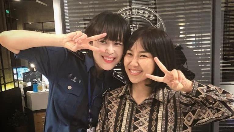 Yannie Kim juga memperlihatkan kedekatannya dengan artis Lee Ha Na. Mereka beberapa kali berpose di belakang kamera. Yannie dan Lee Ha Na berakting bareng di drama Voice 3. Di drama ini pula ada adegan yang memakai Bahasa Indonesia.