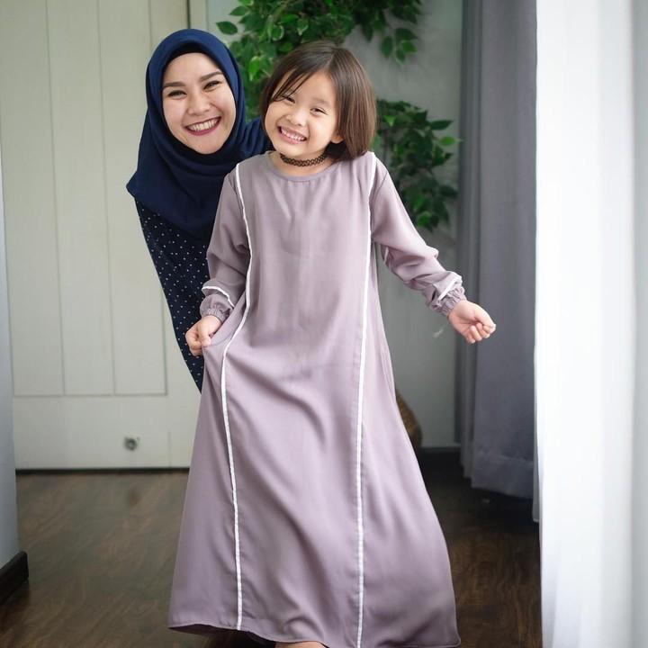 6 Inspirasi Model Busana Anak Artis Untuk Baju Lebaran Si Kecil
