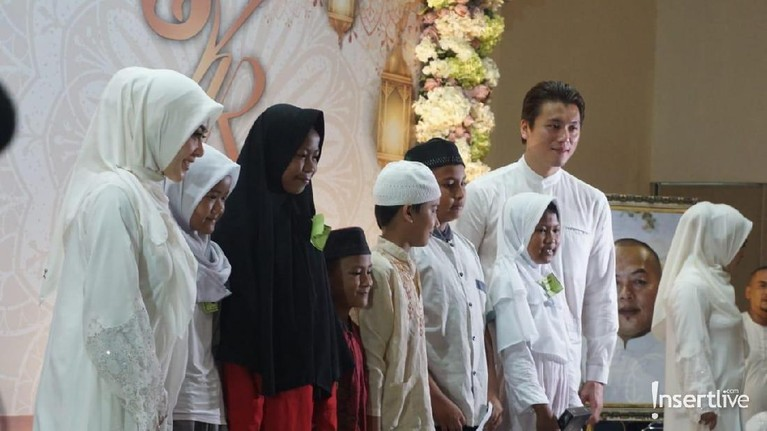 Syahrini dan Reino juga menyampaikan ucapan belangsukawa atas kepergian Ani Yudhoyono.