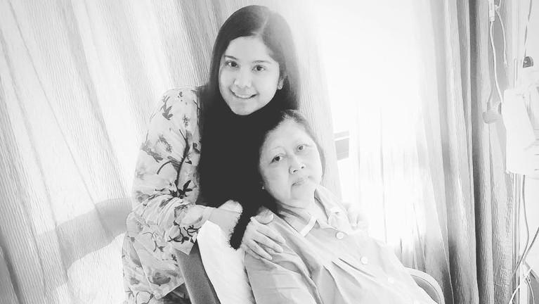 Annisa Pohan juga mengabadikan momen bersama Ibu Ani Yudhoyono ketika berada di ruang perawatan.