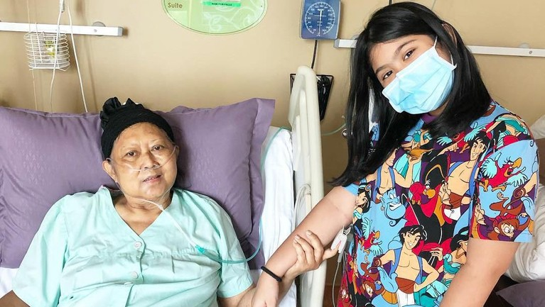 Ibu Ani Yudhoyono membagikan momen bersama sang cucu pertamanya dari Annisa Pohan dan Agus Yudhoyono, Almira Tungga Dewi Yudhoyono.