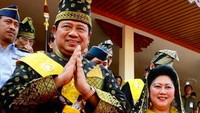 <div>Ketika mendapat gelar adat dari LAM, Lembaga Adat Melayu Riau, pada Agustus 2007. (Foto: Instagram/ @aniyudhoyono)</div><div></div>