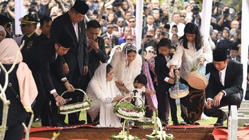 9 Momen Syahdu Prosesi Pemakaman Ani Yudhoyono