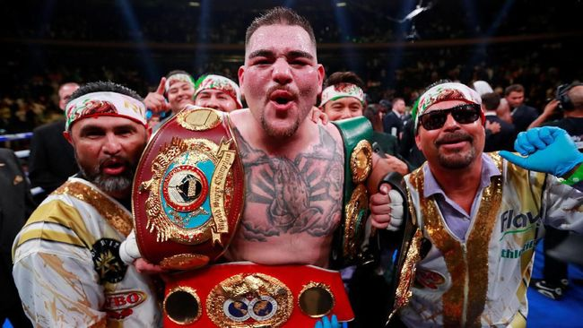 Andy Ruiz Jr. menjadi juara tinju kelas berat WBA, WBO, dan IBF setelah mengalahkan Anthony Joshua di ronde ketujuh di Madison Square Garden.