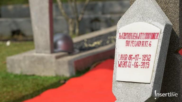 Batu nisan Ani Yudhoyono.
