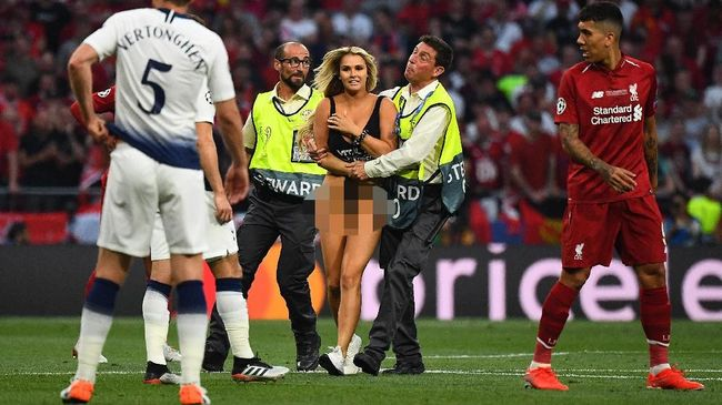 Fan Liverpool mengaku dibayar untuk memfilmkan aksi Kinsey Wolanski menyusup di laga Liverpool melawan Tottenham Hotspur di final Liga Champions 2019.